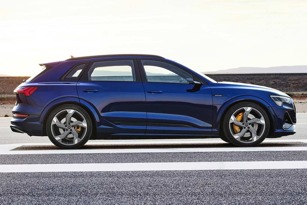 Audi e-tron S: серийный электрокар с тремя электромоторами