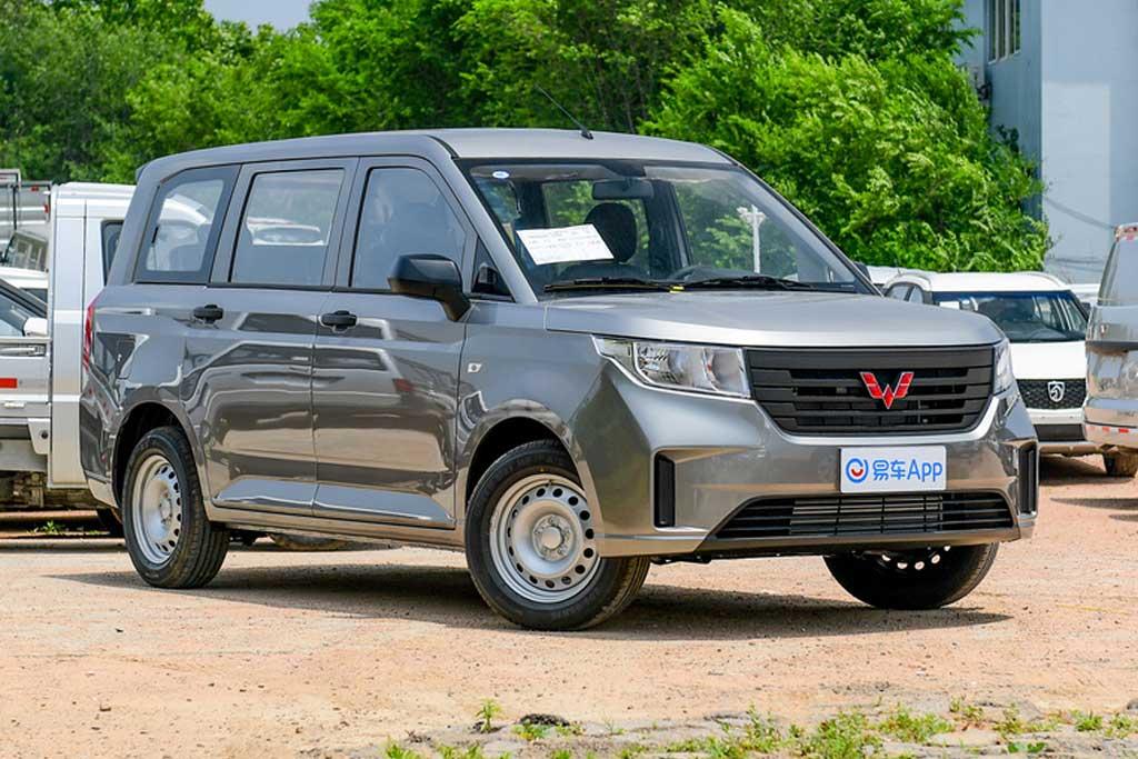 Китайский компактвен Wuling Hong Guang V оказался почти в полтора раза дешевле Лады Ларгус