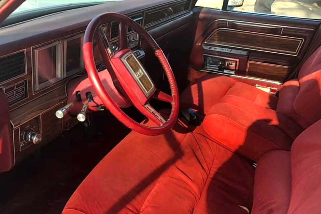 Ставший настоящей классикой 40-летний лимузин Lincoln Mark VI продают по скромной цене