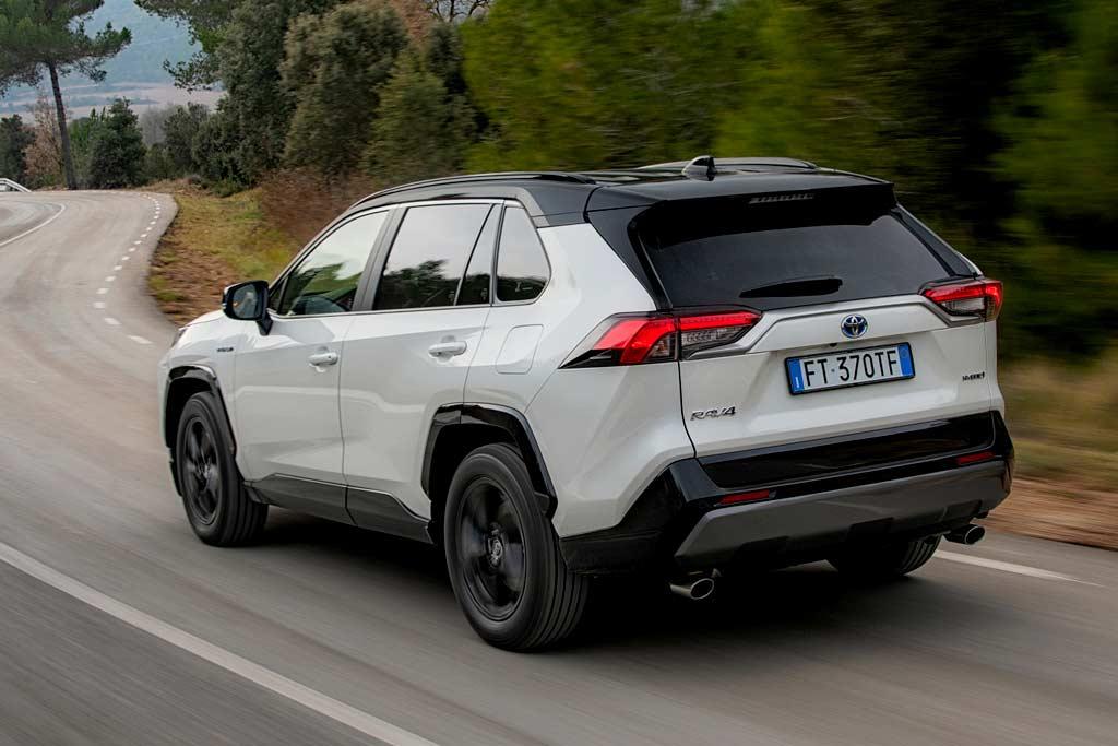 Стоит ли покупать новый Toyota RAV4 2020: отзывы владельцев, все минусы, комплектации и цены