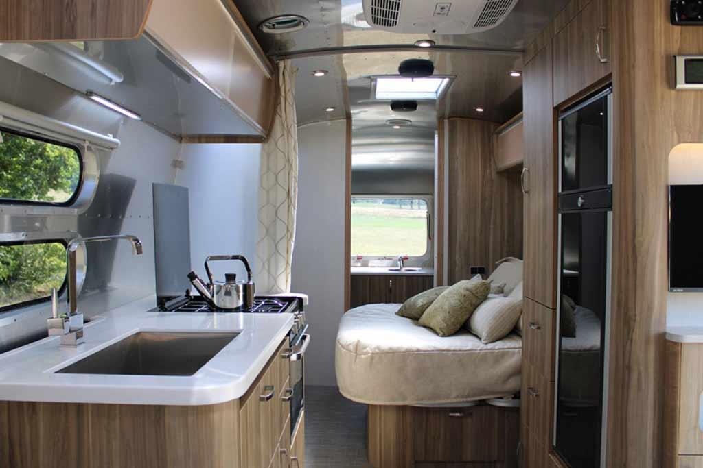 Прицеп, в котором есть все: роскошный кемпер от фирмы Airstream за 9 млн