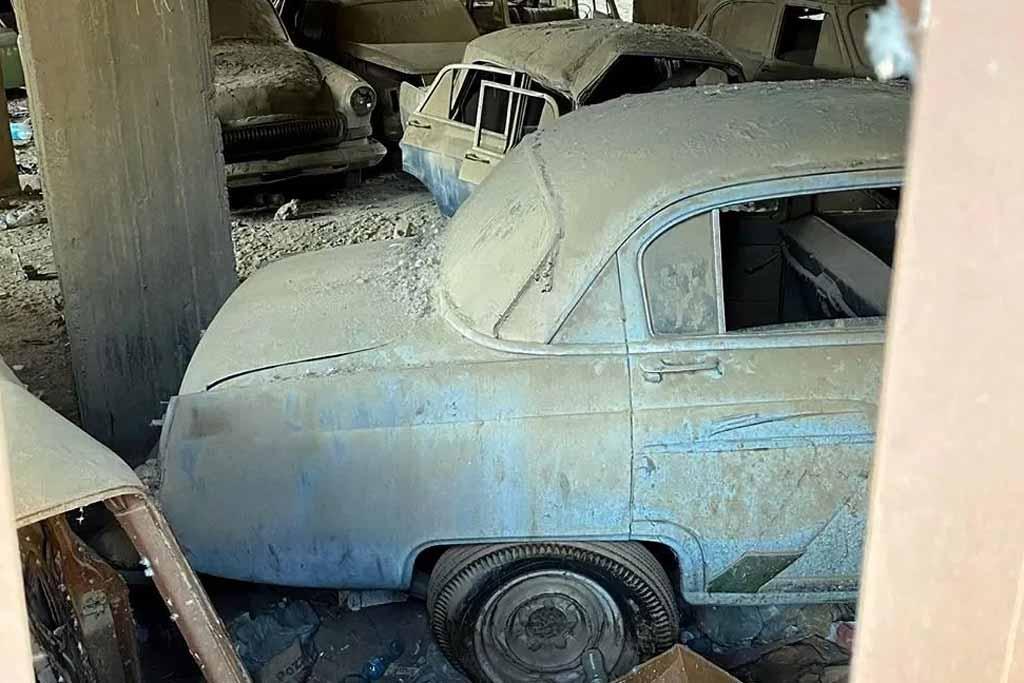 Заброшенные ГАЗ-21