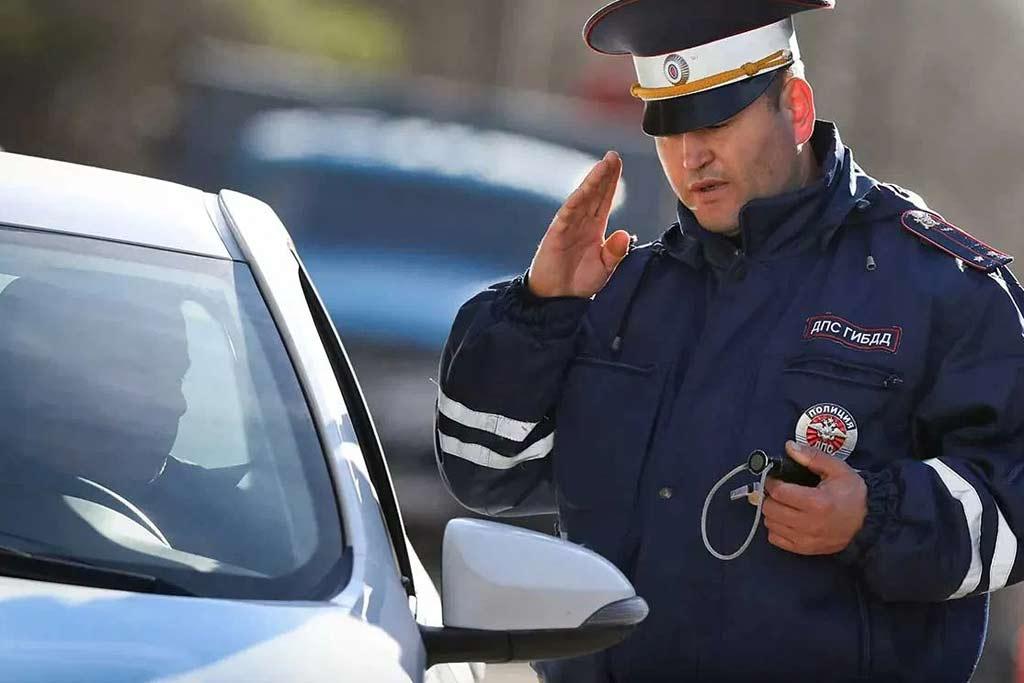 Сделаете только хуже: неуместные фразы при общении с инспектором ГИБДД