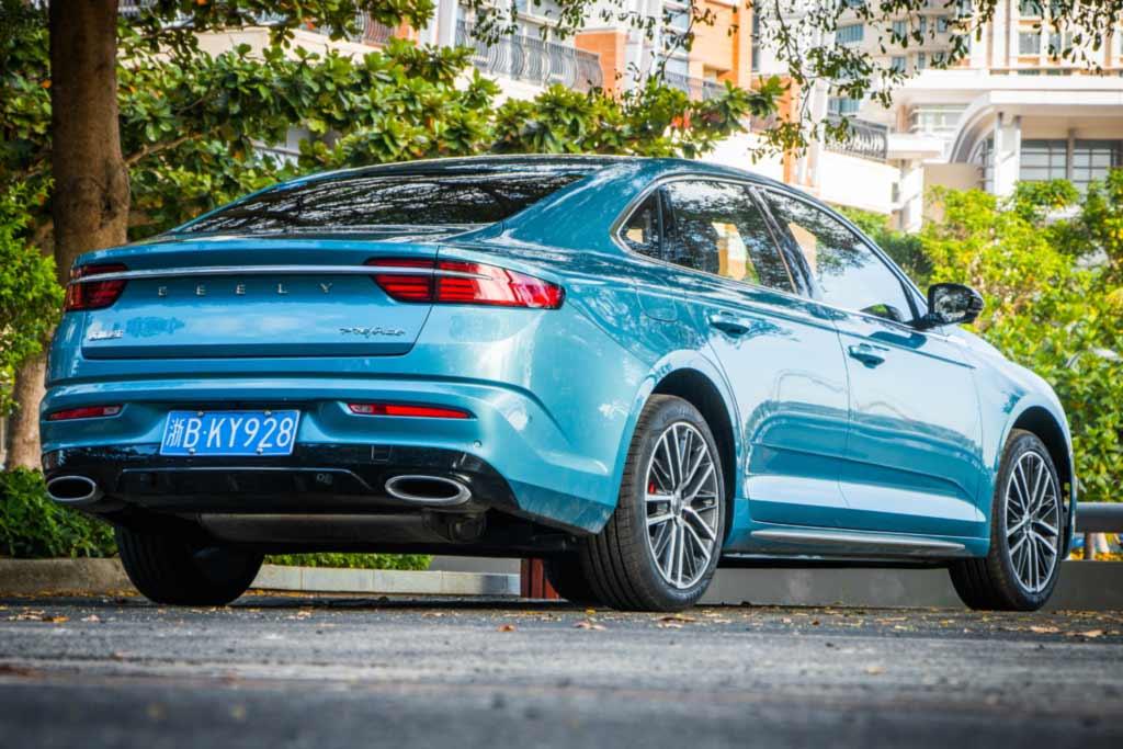 Серийный Geely Preface на платформе Volvo примерил новый фирменный стиль