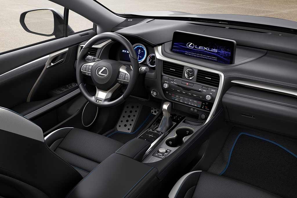 Оснащение версии Black Line для Лексус RX предложило водительские перчатки