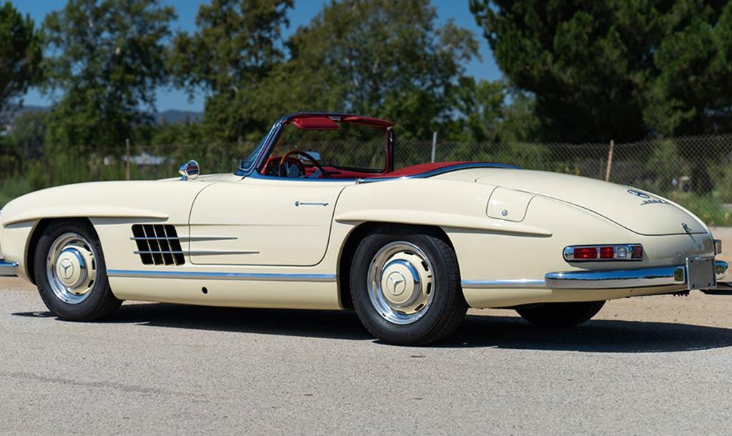 Таких было только 270 штук: на аукцион выставлен Mercedes 300 SL Roadster 1961 года