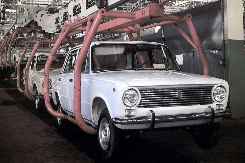 ВАЗ-2101 на конвейере