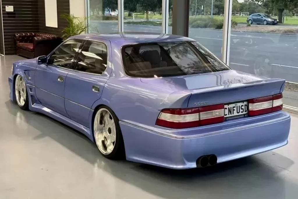 Разве это не S-Class W140? Владелец Тойоты стилизовал авто под Мерседес