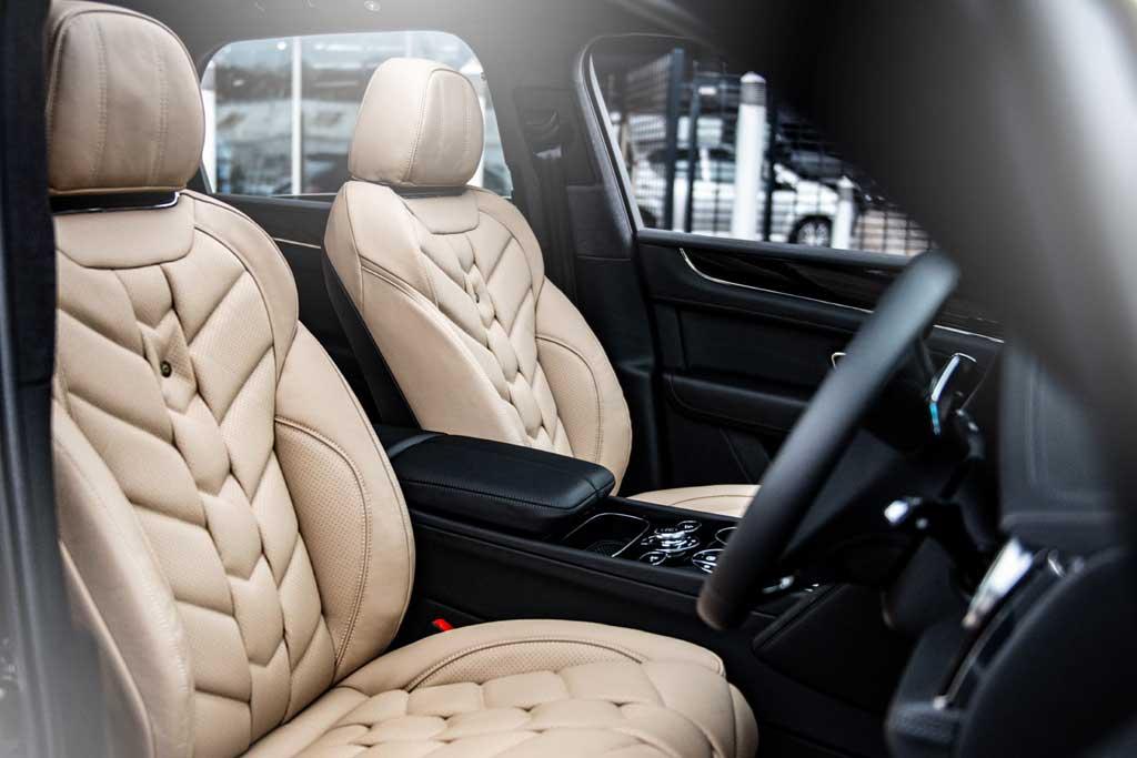 Побывавший в ателье Kanh внедорожник Bentley Bentayga продают за ₽14 млн