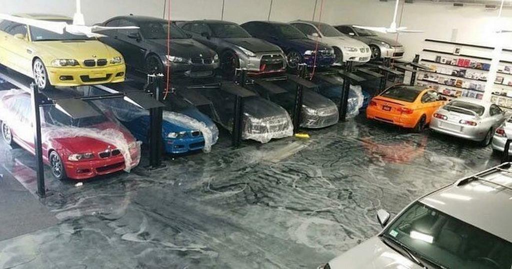 Полицейские обнаружили тайное жилище наркокурьера с коллекцией японских спорткаров