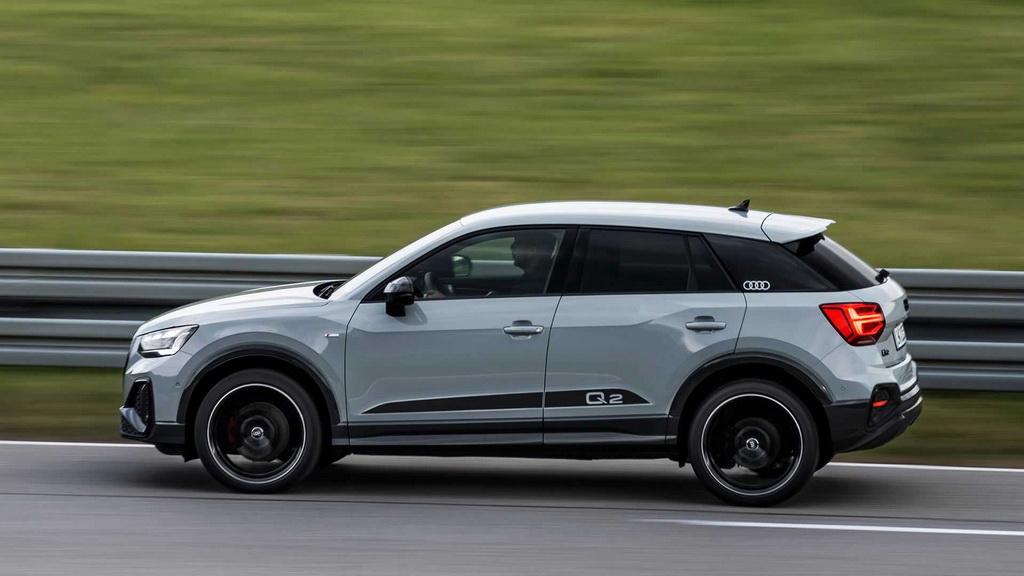 Компания Audi слегка обновила компактный кроссовер Q2