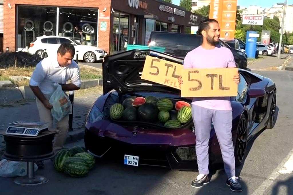 Блогер получил солидный штраф за торговлю арбузами из багажника Lamborghini