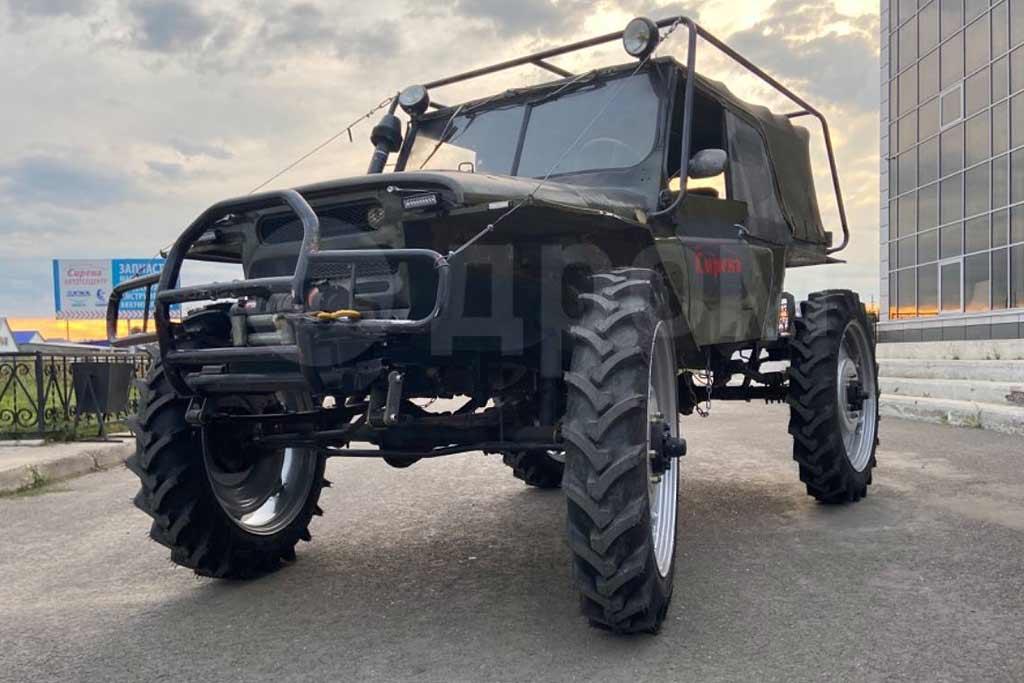 Это не фотошоп: УАЗик поставили на огромные колеса от трактора