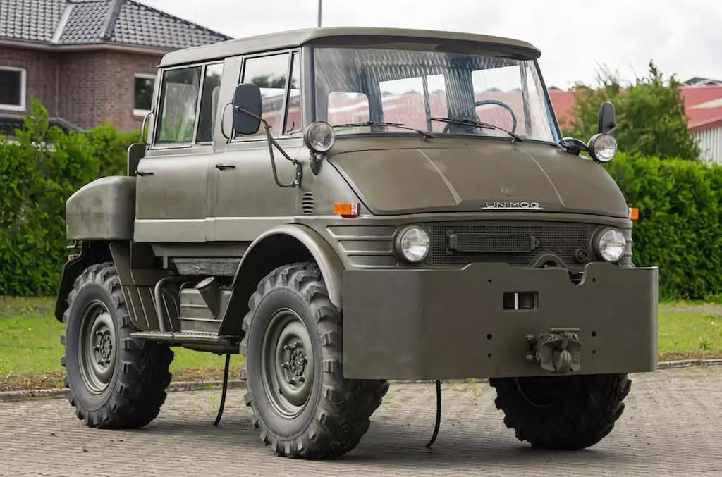 На аукцион выставлен армейский вездеход Mercedes Unimog, простоявший в ангаре 37 лет