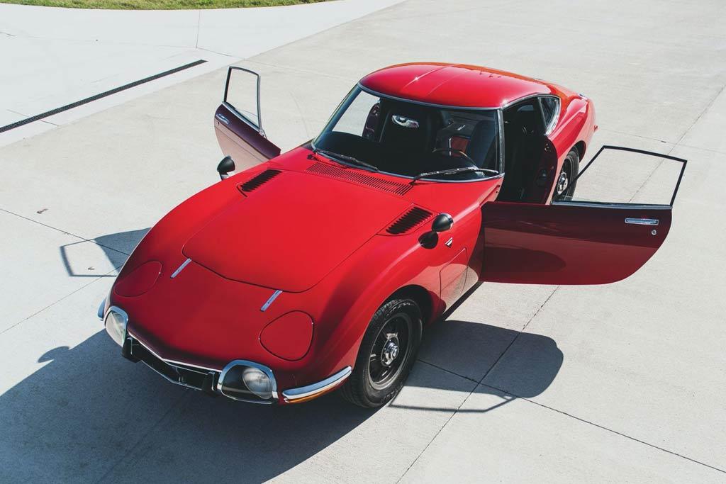 Тойота почти за 1 000 000 долларов: купе 2000GT продали за рекордную сумму