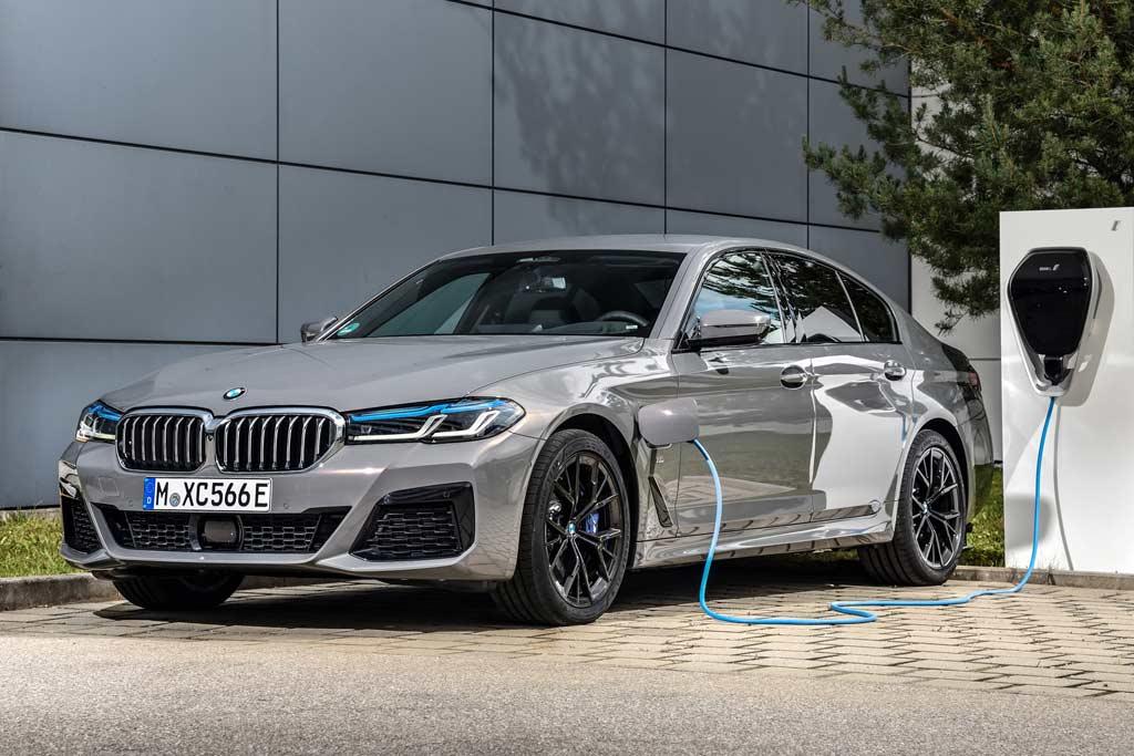 Гибридные BMW рискуют загореться: баварцам предстоит проверить 27 тысяч машин