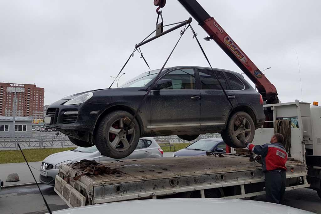 Владелец Кайена лишился машины за неуплату парковки: штрафов на 500 тыс.