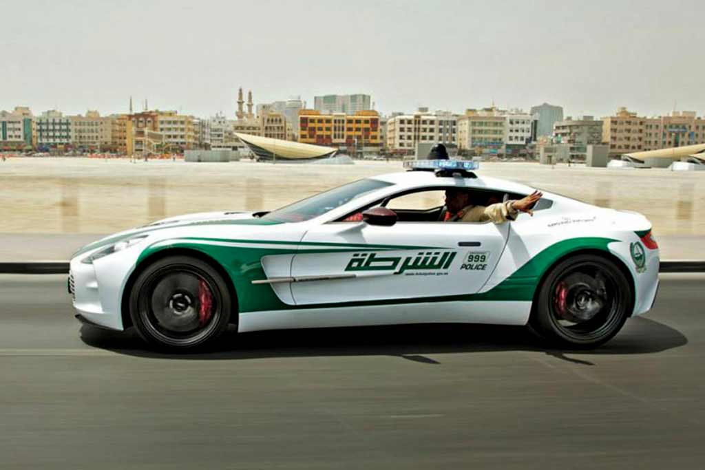 foto fast police 09 - Нарушителям не скрыться: самые быстры полицейские машины в мире