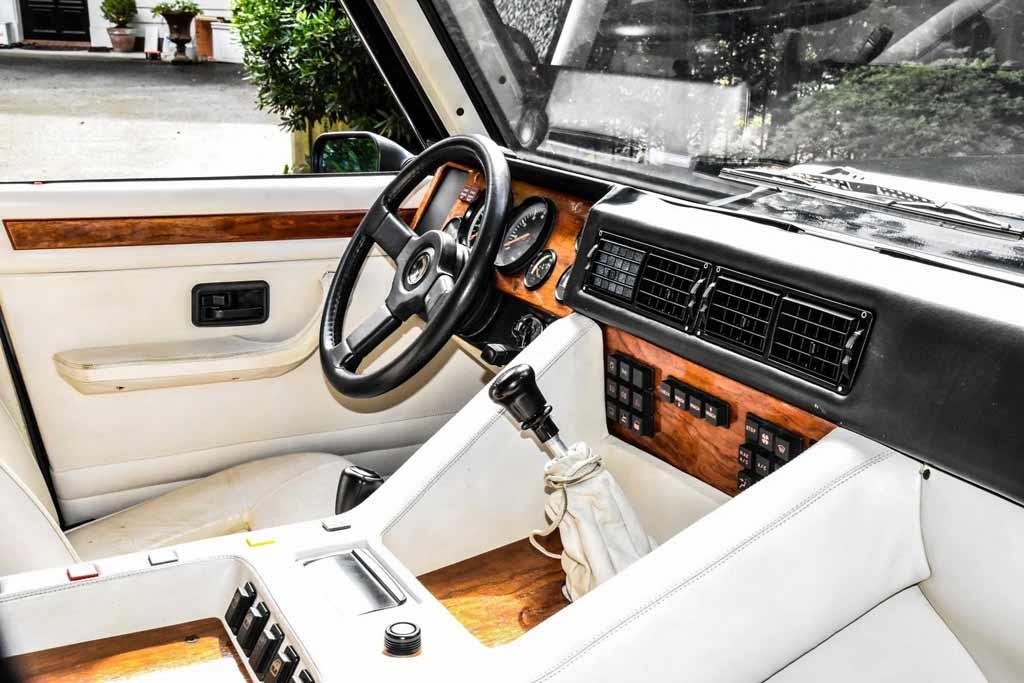 Первый настоящий внедорожник Lamborghini: на аукционе продают модель LM002