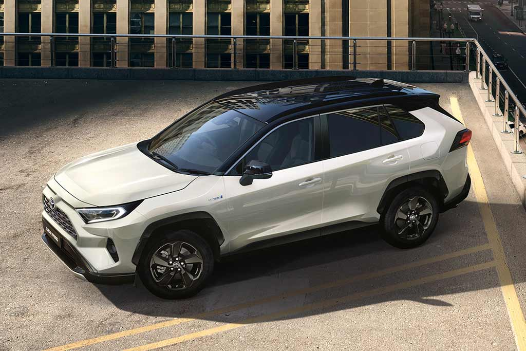 Белый кузов и черная крыша: Toyota RAV4 получил комплектацию Style