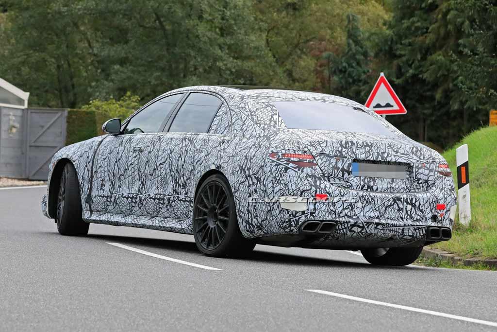 700 «лошадок» на тестах: немцы вывели на испытания новый Mercedes-AMG S63 W223