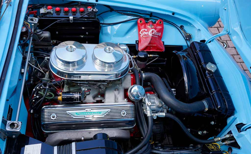 После реставрации выглядит как новый: с молотка пустят Ford Thunderbird 1957 года
