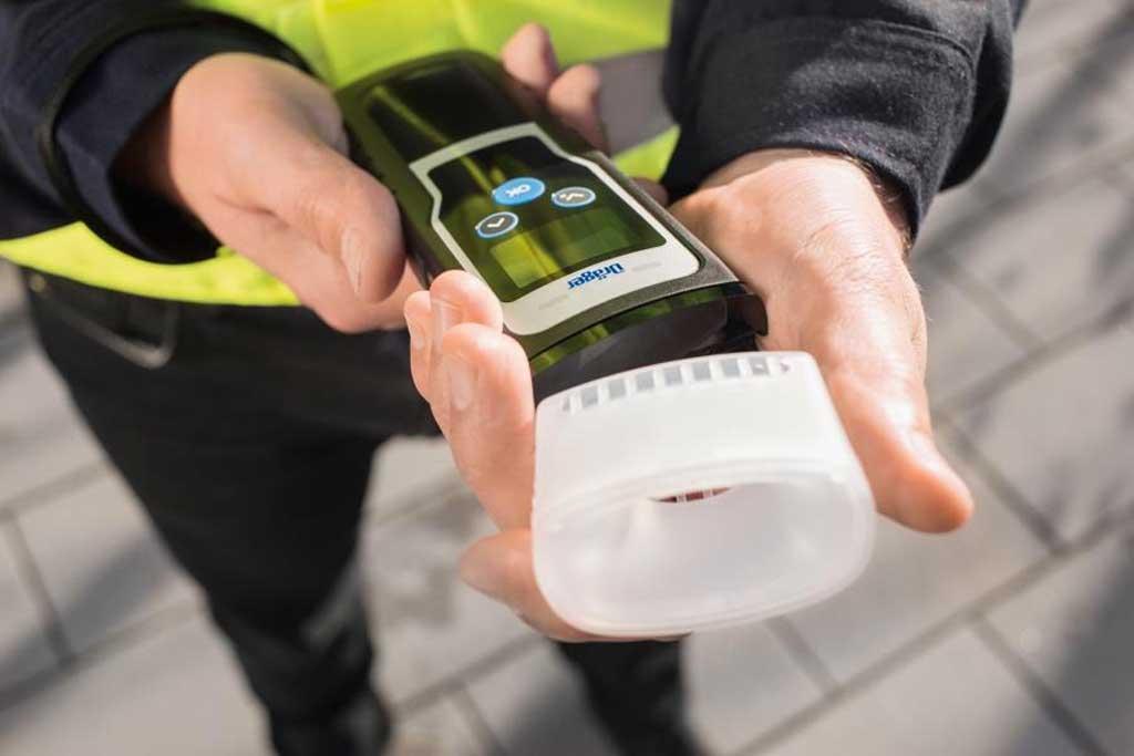 С новыми тестами проверка на опьянение водителей займет у сотрудников 15 секунд