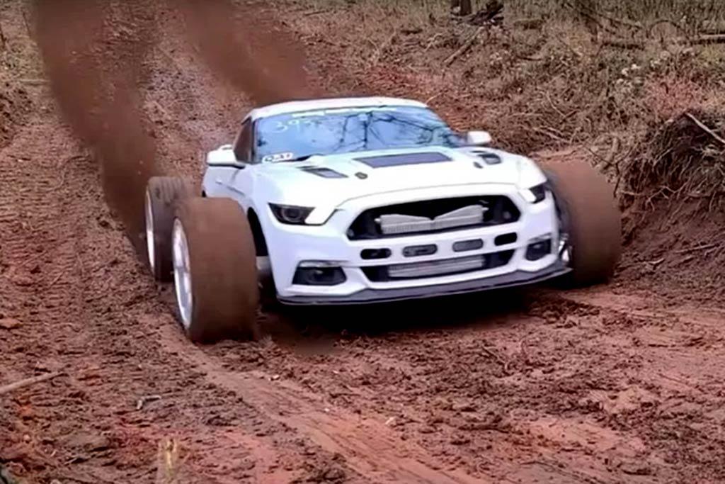 1200-сильный Ford Mustang поставили на большие колеса и отправили месить грязь
