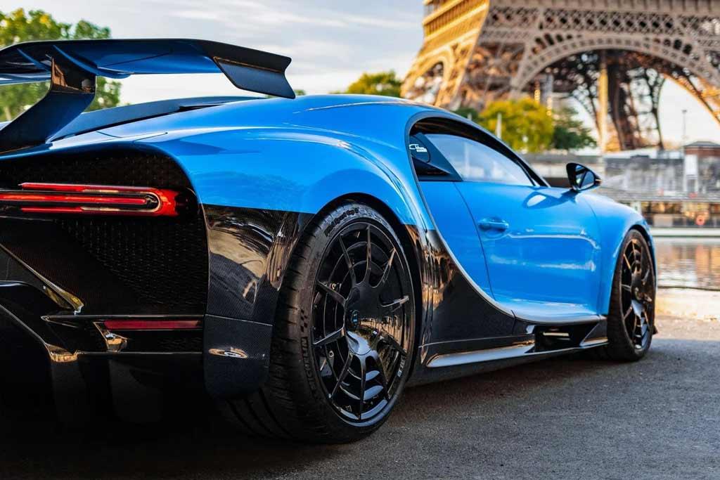 Бензина на 315 000 рублей: опубликован расход топлива Bugatti Chiron Pur Sport