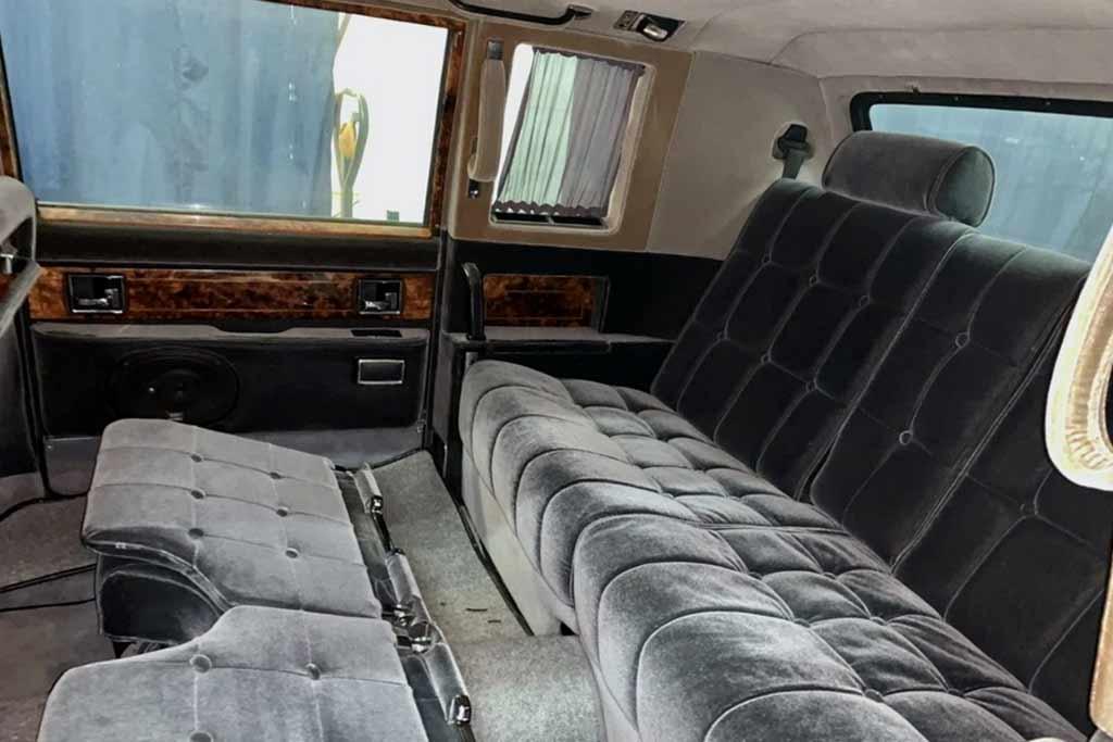 Машина высших эшелонов власти: в продаже шестиметровый ЗиЛ-41047