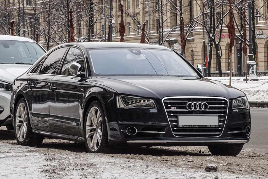 Проданные в России флагманские седаны Audi A8 и S8 вызывают на ремонт