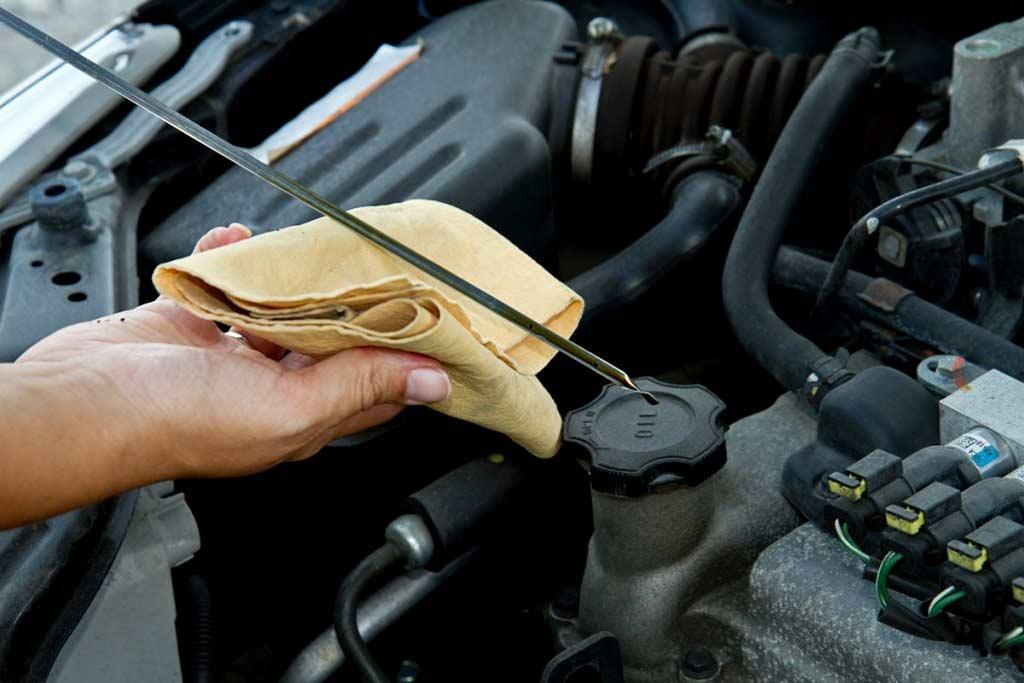 Перелив масла в двигателе: чем грозит и стоит ли паниковать?