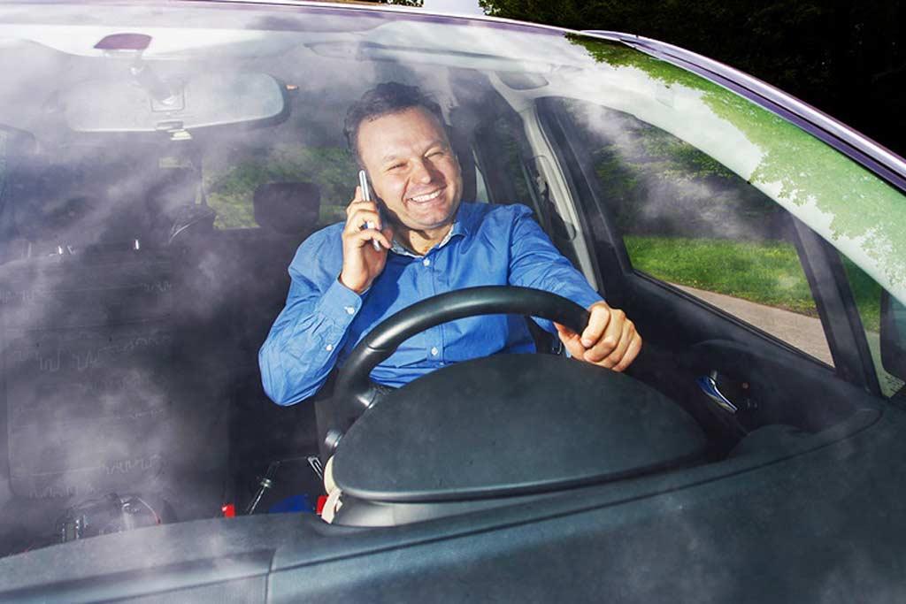 Водители начали получать штрафы за непристегнтуый ремень и разговоры по телефону
