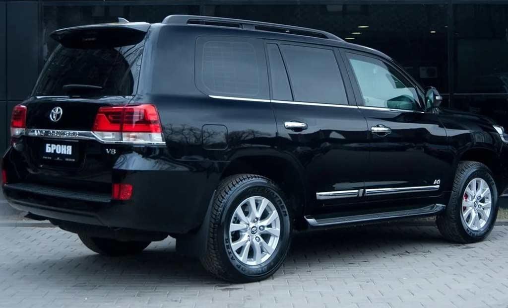 За обычный с виду Land Cruiser 200 просят 10 млн рублей: почему так дорого?