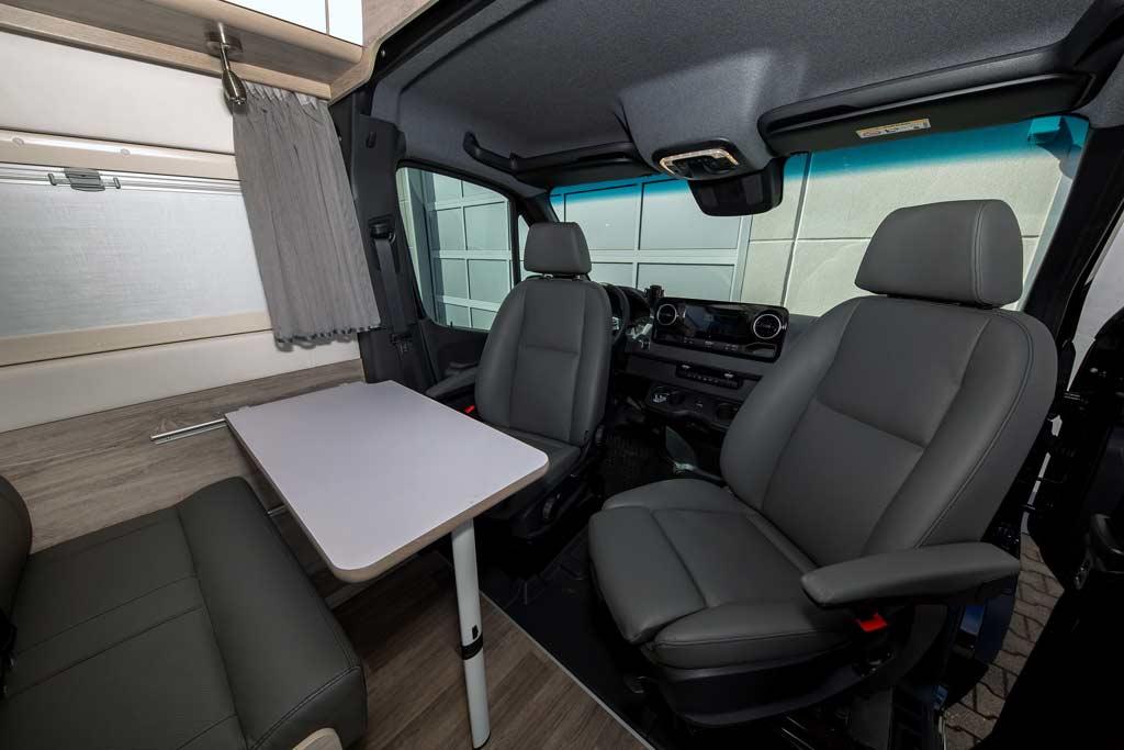 Недорогой автодом Bravia Swan 699 на базе Mercedes Sprinter
