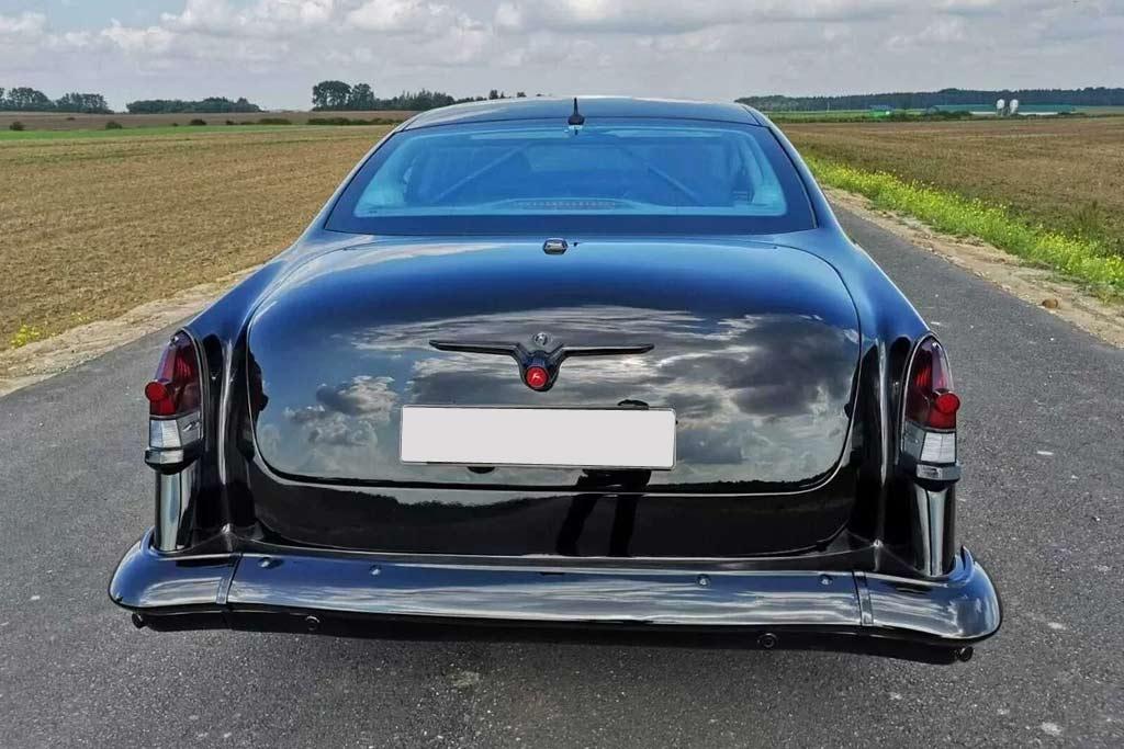 Немцы стилизовали старый Mercedes под ГАЗ-21 «Волга»: крыша сразу выдает исходник