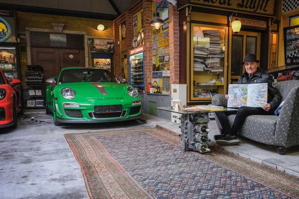 Пожилой австриец показал свою коллекцию Porsche: недавно купил 80-ый авто марки