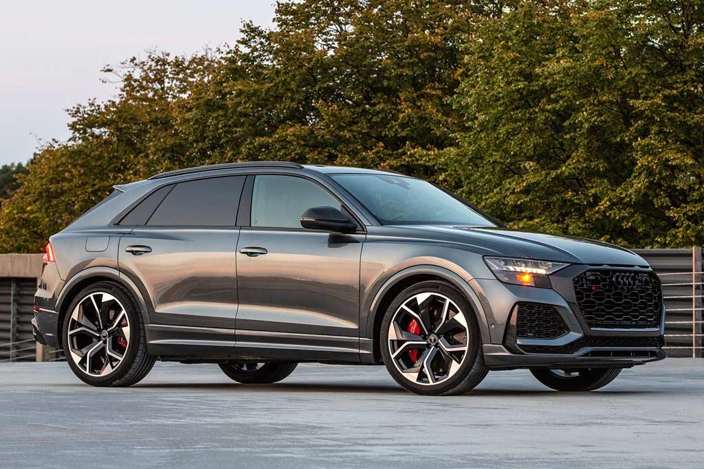 Audi RS Q8 в России: озвучена стоимость 600-сильного кроссовера