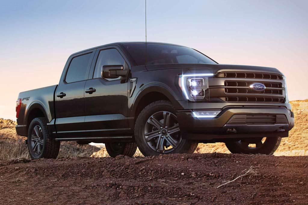 Сборку новых пикапов Ford F-150 заканчивают на улице: но в компании не жалуются