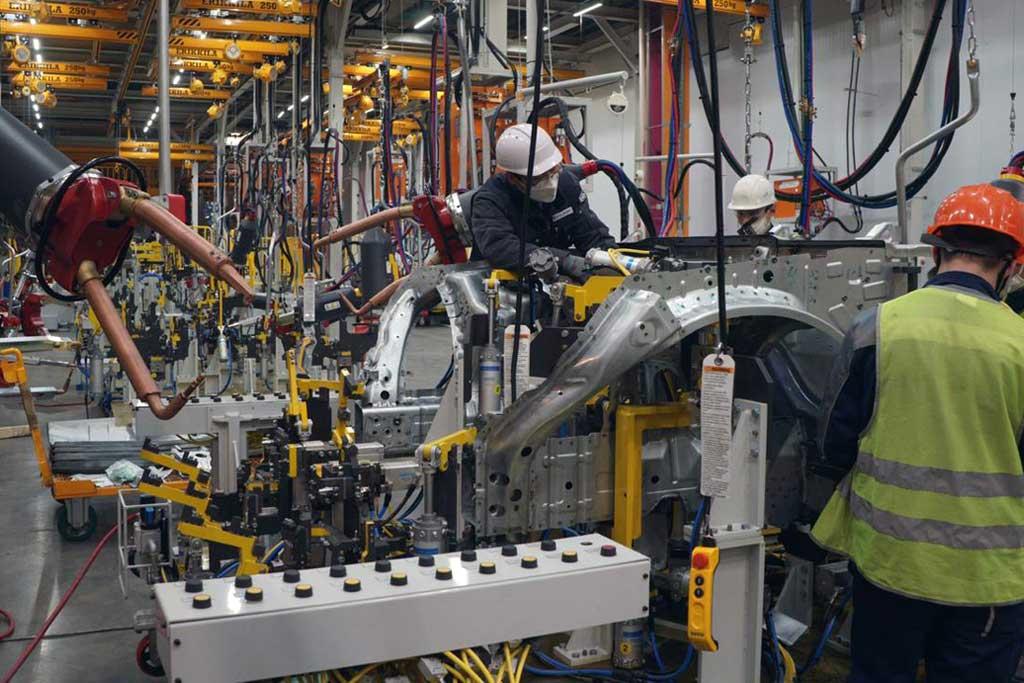Начало серийного выпуска седанов Aurus не за горами: готова линия сварки