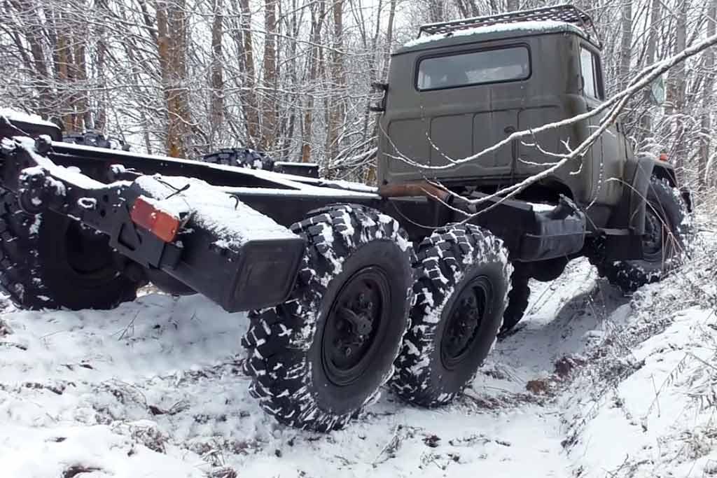 Блогеры отыскали абсолютно новый ЗиЛ-131 и отправились на нем на бездорожье