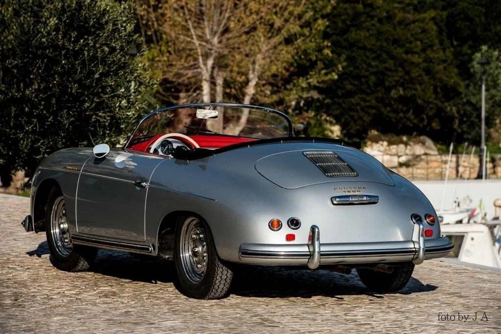 Для коллекционеров и фанатов Porsche: классический 356 Speedster продают за ₽60 млн