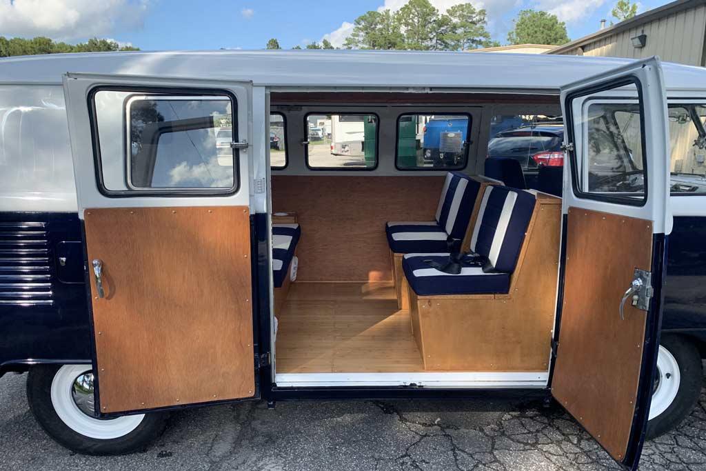 Volkswagen Type II 1965 года продают по цене нового Porsche Taycan