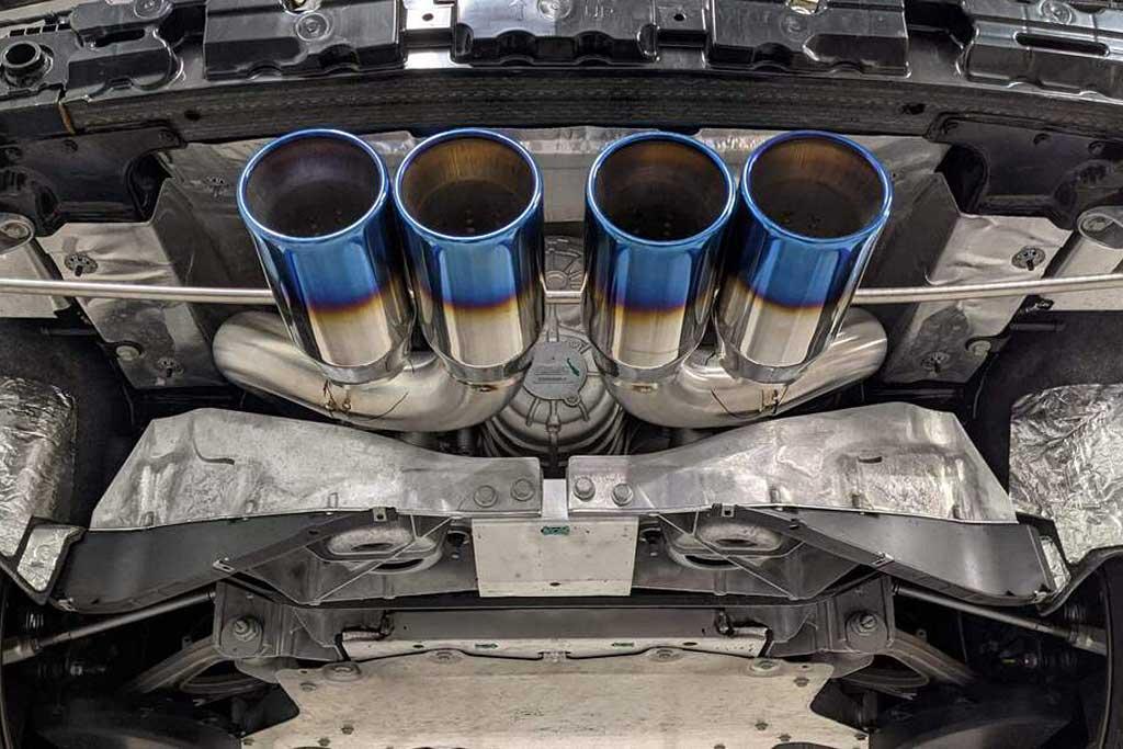 Центральный выхлоп Corvette C8