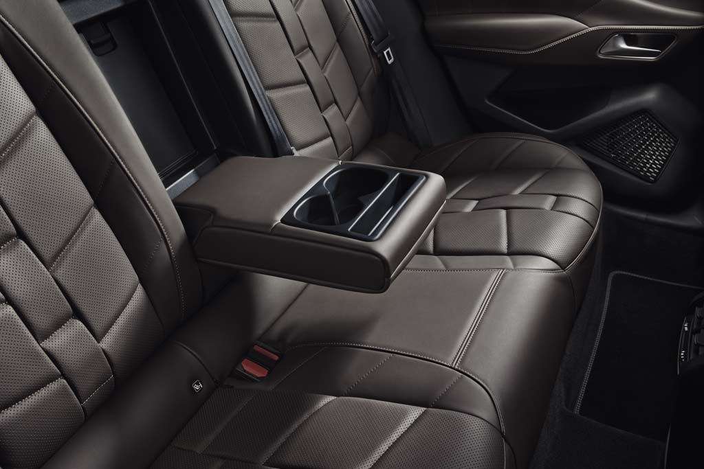 Компания Citroen представила премиальный хэтчбек DS 4 нового поколения