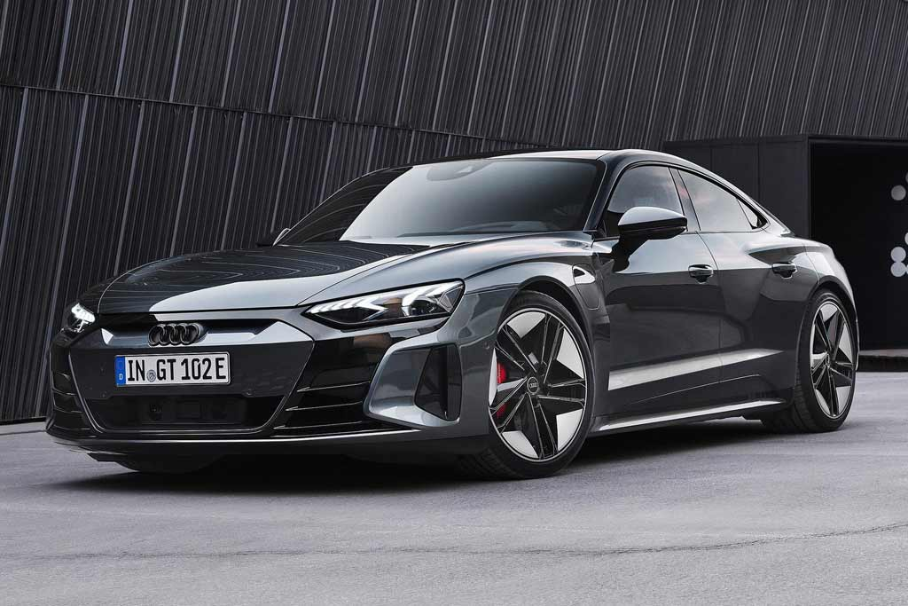 Серийный Audi e-tron GT на электротяге: родственник Тайкана