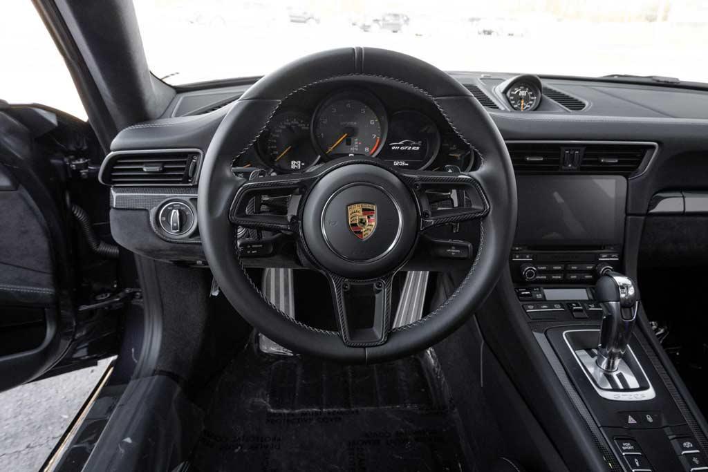 Ценник на торгах за фиолетовый Porsche 911 GT2 RS пока не радует продавца