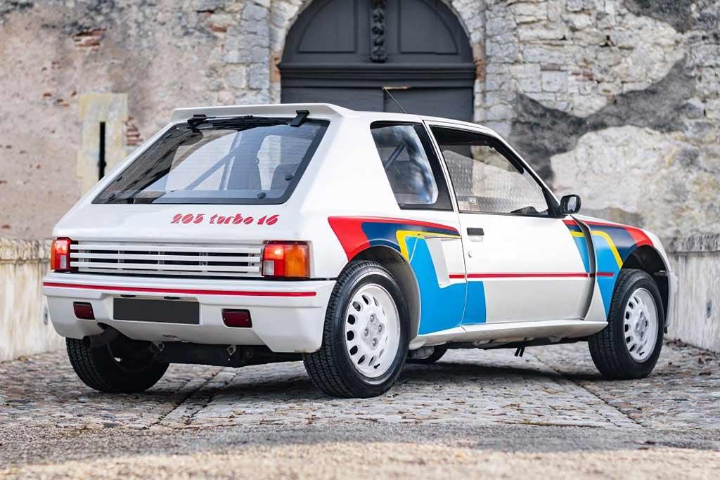 Редкий «раллийный» Peugeot 205 Turbo 16 может стать вашим: если есть 30 млн