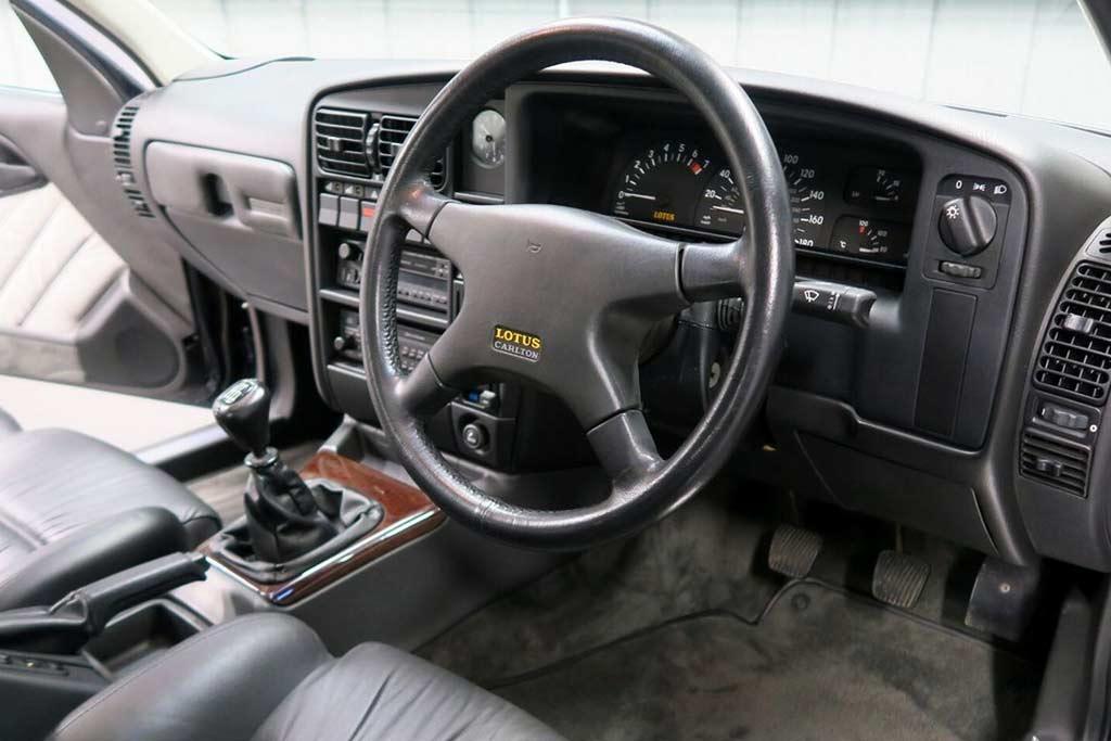 За ним не могла угнаться полиция: в продаже редкий седан Lotus Carlton