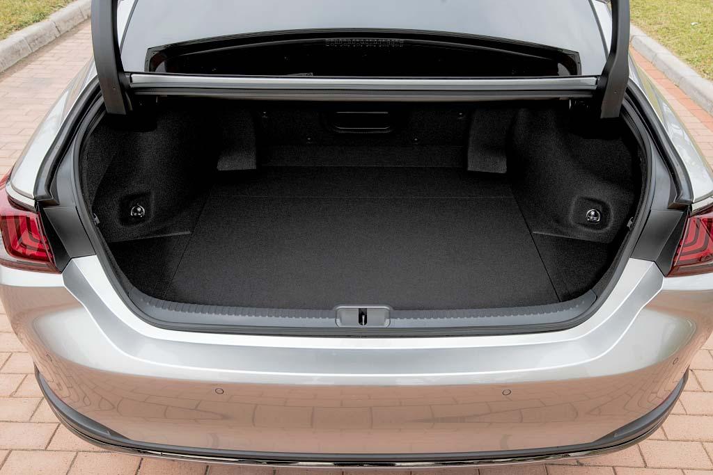 Стоит ли покупать Lexus ES 2021: все минусы, отзывы владельцев, комплектации и цены